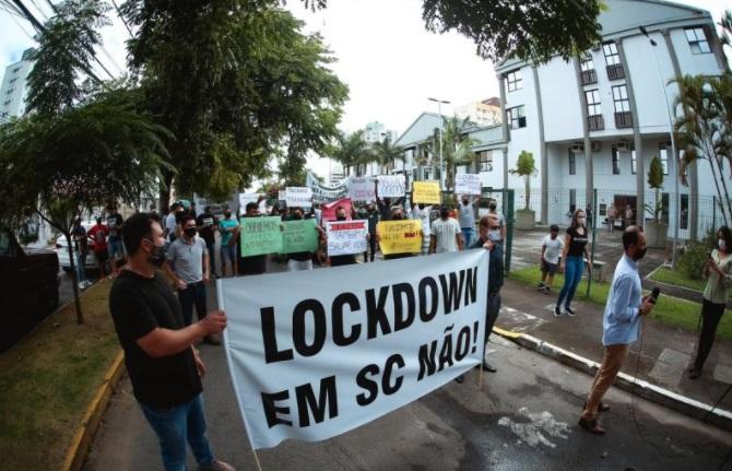Empresários da região protestam contra lockdown em Santa Catarina