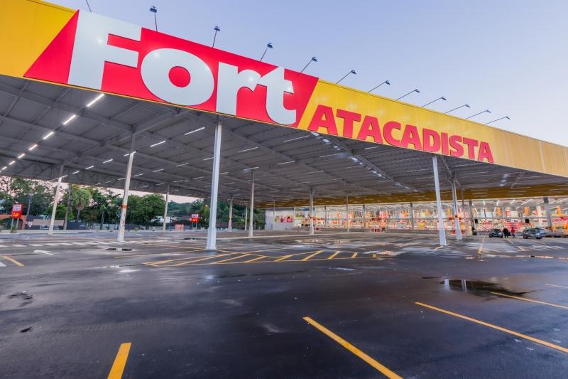 Fort Atacadista é interditado pela Vigilância Sanitária