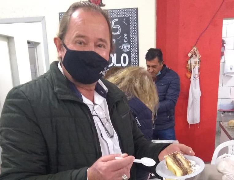 Vereador de Penha comemora seu aniversário com moradores de rua